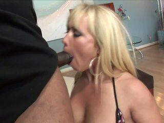 Bohaté žena came na návšteva ju čierne fucker s veľký vták.