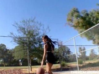 Tettona asiatico gets scopata da suo pallacanestro allenatore