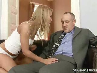 Nonno fucks suo giovane fidanzata