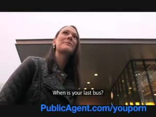 Publicagent gullible mais magnifique brunette chatte gets pounded