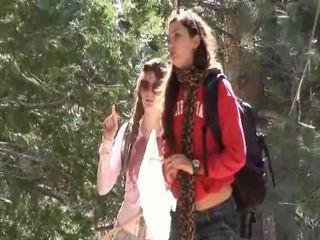 Faye reagan et georgia jones aller dehors à travail sur thier relations