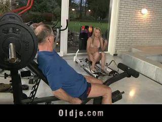 Oldje: vecchio dude gets fortunato con un sexy bionda pupa.