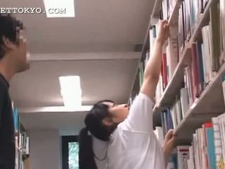 Chutné ázijské násťročné dievča teased v the školské