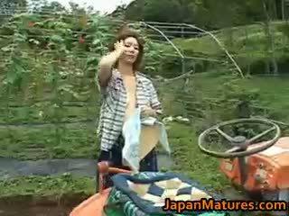 יפני, מין קבוצתי, ציצים גדולים, בחוץ