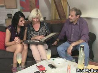 Gf gets lured ל שלישיה על ידי שלו parents