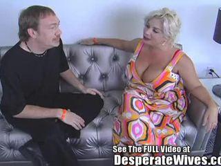 Desperate אישה claudia marie eats cum!min