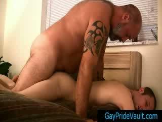 שמן דוב מזיין שלו פצפון קטן הומוסקסואל חבר על ידי gaypridevault