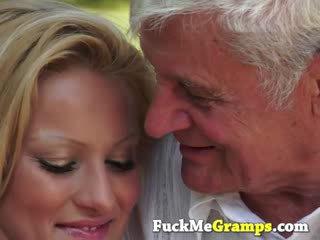 Arthur su jo blondinė kayla