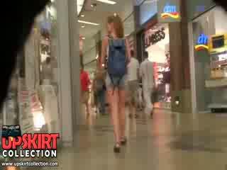 Detta är bara en gemensam amatör baben wearing den kort kortbyxor men hon looks så wonderful