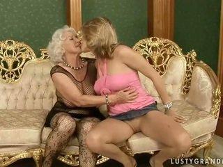Frumusica adolescenta loves fierbinte bunicuta