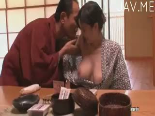 брюнетка, японски, свирка