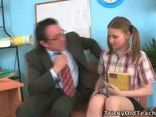Irena was surprised זה שלה מורה has כזה the ענק זין.
