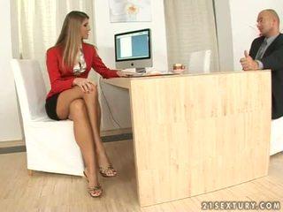 Jennifer guri sekretare stimulim me këmbë