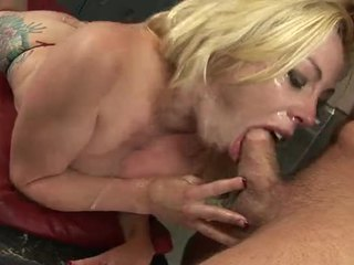 Sexy blondýnka coura adrianna nicole roubíky na a kohout