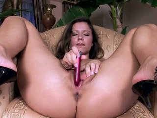 Jus bokong babeh peaches plays with her holes