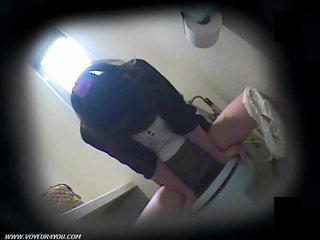 Nhà vệ sinh masturbation trên ẩn camera