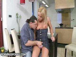 vol brunette porno, nice ass seks, een zoenen