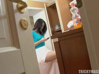 Massaging beauty mărci ei excitat