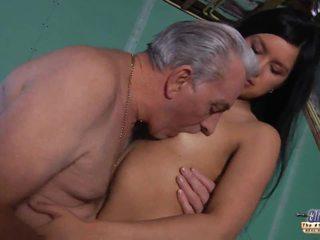 Vanha opettaja gets a seksi tauko alkaen nuori opiskelija
