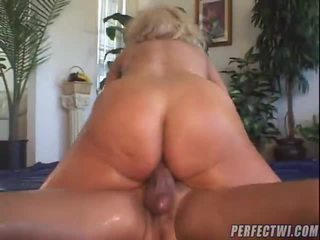 Stefany Rubbing Her Pussy !