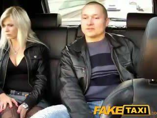 Faketaxi mann watches kone getting knullet