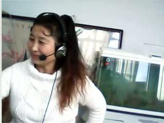الصينية جبهة مورو shows breast و سراويل