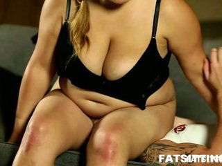 Smoking Horny Chunky Leny Facesits And Controls The Wimpy Male