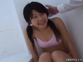 亞洲人 青少年 吸吮 它 如 硬 如 她 可以