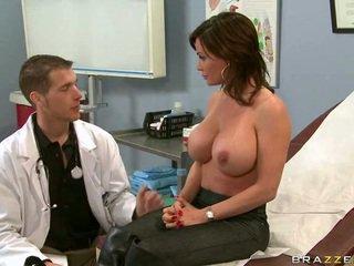 Doktor muss nehmen ein aussehen bei ihre vagina