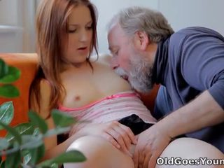 Old goes young: ýaşlar sveta fucked by old man