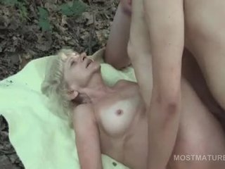 Mature tramp having an outdoor threesome