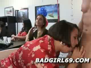 Male stripper pula jerked de multe femei