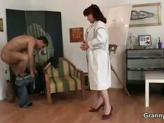 Kåta lady jumps på färsk kuk