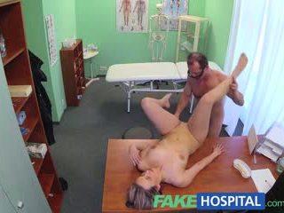 Fakehospital нов лекар gets възбуден милф гол и мокри с desire