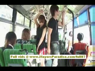 Mihiro chinez model enjoys o futand pe the autobus