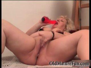 Bira büyük kadın oynamak ile sevimli seçki video