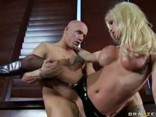 Nadia hilton 사랑 getting laid 와 그녀의 excited partner