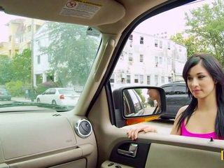 Mandy fills ei passenger lateral pasarica