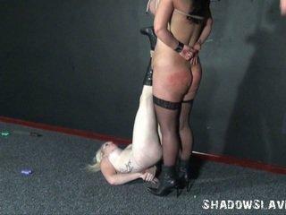 Two learner slavegirls precīzi formulēts adata mokas un breast robeža no andrea whilst blondīne eņģelis ir pierced