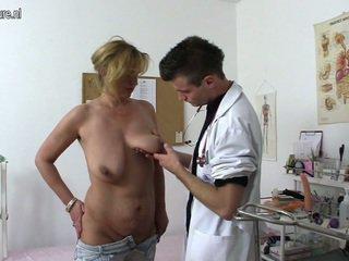 Еротичен пума shafting и chewing а лекар