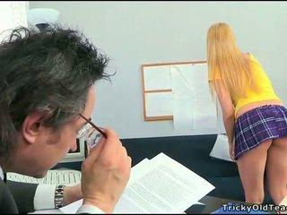 Seks lesson ile kısa saç treyler kız