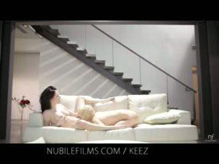 Nubiles Lesbisch Muschi Licking