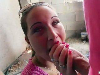 Senhora boxer agata flashes tetas e fodido