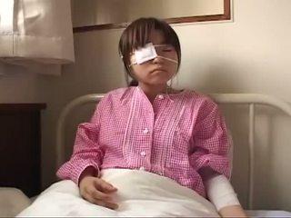 Fiatal japán szajha -val ruptured csöcsök és anális injury