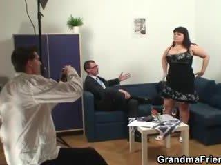 Montok wanita adalah invited untuk photosession kemudian double kacau