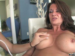 Busty Raquel Devine Helps Jessie Volt Have Off