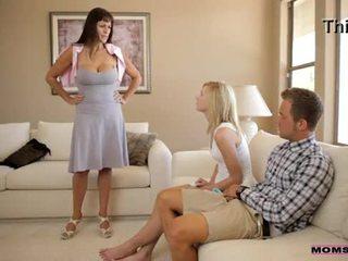 माताओं सिखाना सेक्स - मोम catches हॉर्नी टीन कपल