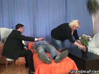 Double amusement pour énorme grand-mère
