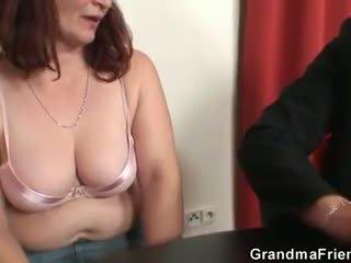 Hun loses i poker og takes two dicks ved gang