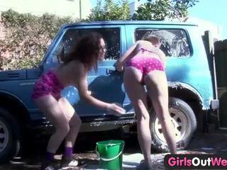 女の子 アウト west alexx & rosie で 車 ウォッシュ シーン